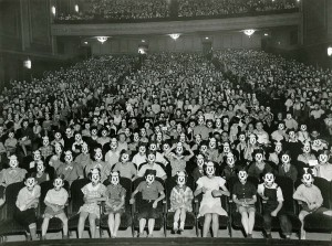 Mickey Mouse Crowd 300x223 Mickey Mouse Crowd