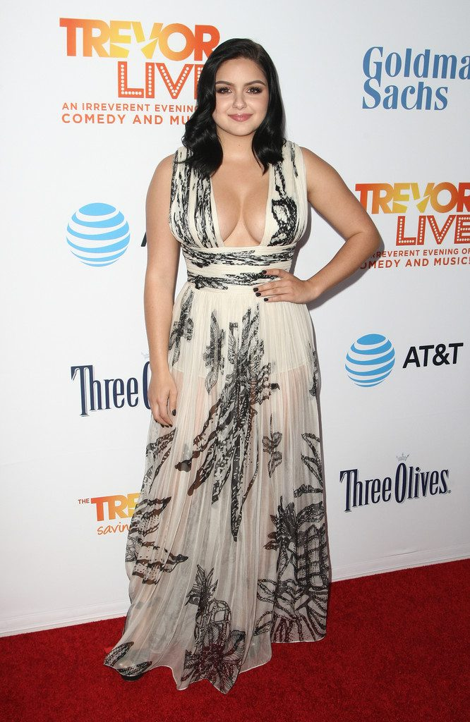 Ariel Winter in a white and black dress 666x1024 Ariel Winter in a white and black dress