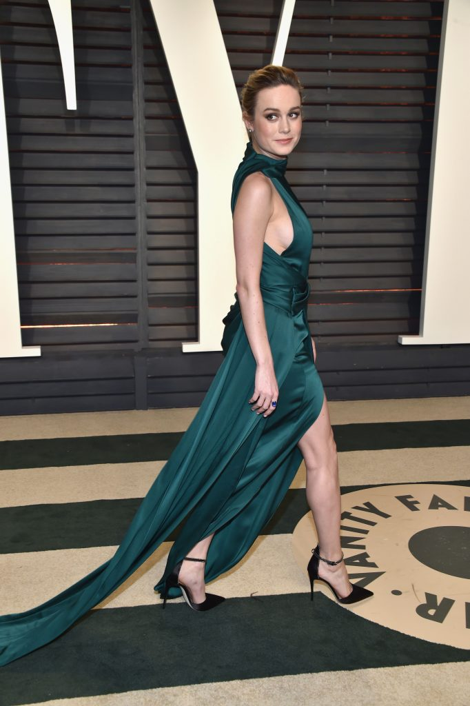 ZhjkQ6lJ 682x1024 Brie Larson   2017 Vanity Fair Oscar Party