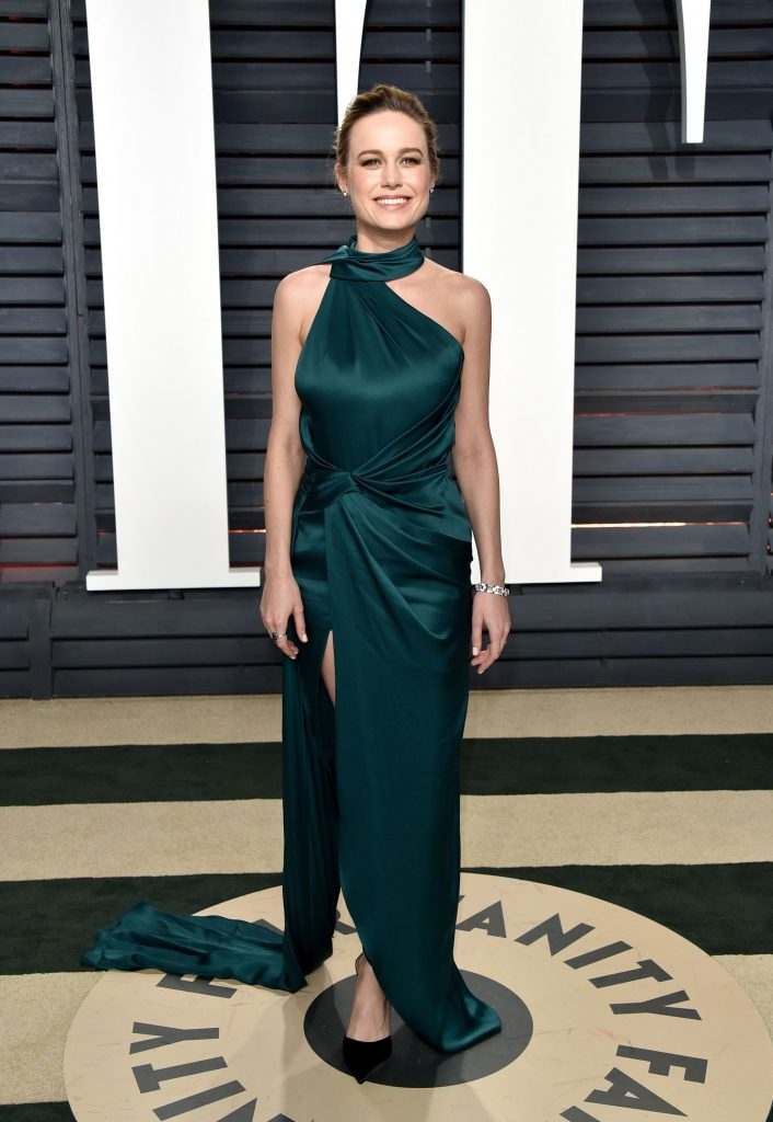 c3R2ygRy 706x1024 Brie Larson   2017 Vanity Fair Oscar Party
