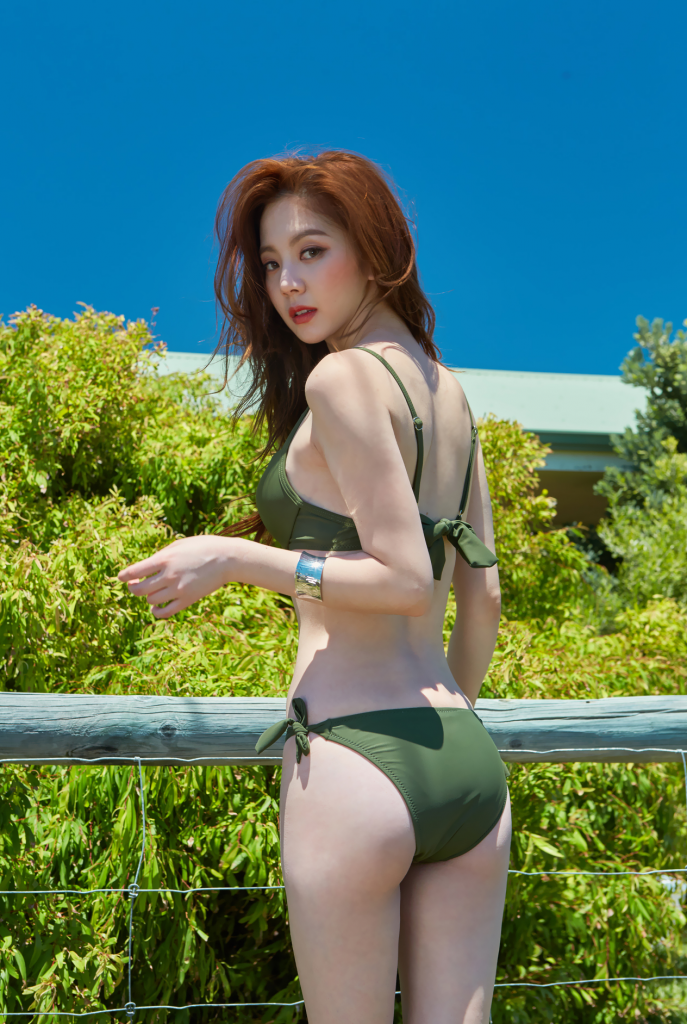 Lee Chae Eun from the rear