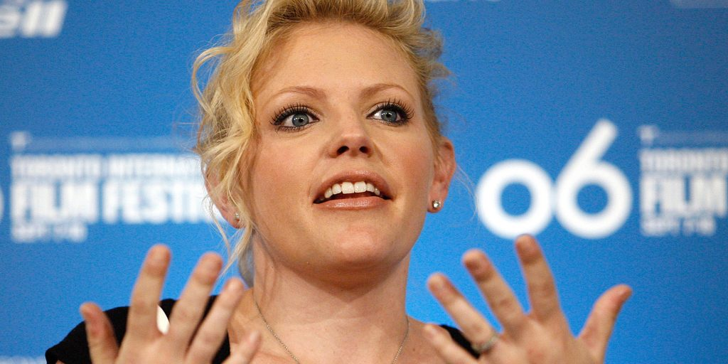 Natalie Maines has fingers