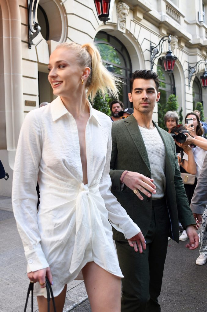 d42a481261888374 678x1024 Sophie Turner   Out and about in Paris   62419